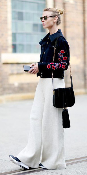 white-wideleg-pants-black-jacket-jean-bun-sun-black-bag-black-shoe-sneakers-fall-winter-blonde-weekend.jpg