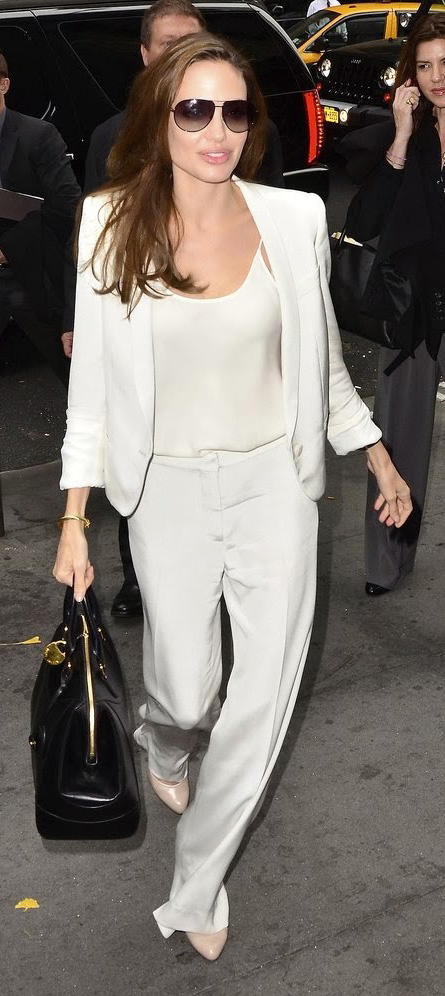 white-wideleg-pants-white-cami-mono-white-jacket-blazer-suit-black-bag-sun-white-shoe-pumps-angelinajolie-spring-summer-brun-work.jpg