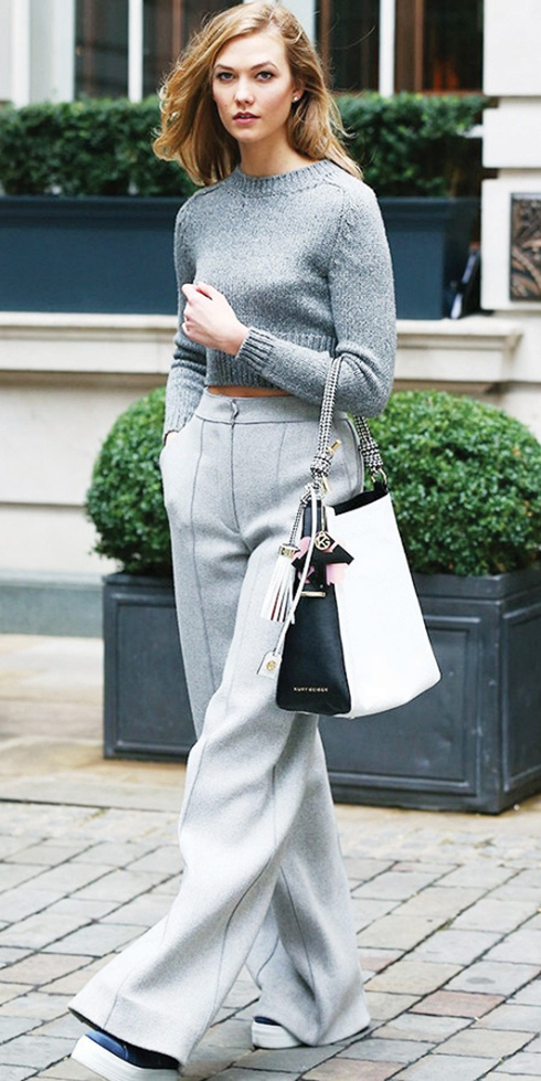 grayl-wideleg-pants-grayl-sweater-mono-white-bag-black-shoe-sneakers-karliekloss-streetstyle-blonde-fall-winter-weekend.jpg