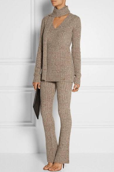 grayl-wideleg-pants-grayl-sweater-match-set-grayl-scarf-tan-shoe-sandalh-howtowear-fall-winter-lunch.jpg