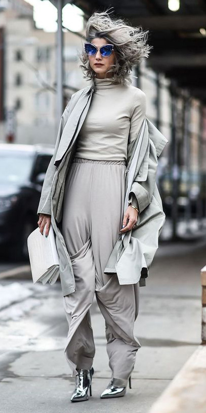 grayl-wideleg-pants-grayl-tee-turtleneck-grayl-jacket-coat-trench-mono-white-bag-sun-grayhair-gray-shoe-booties-fall-winter-lunch.jpg