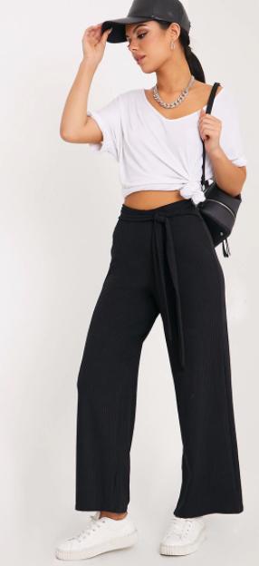 black-wideleg-pants-white-tee-necklace-chain-hat-cap-white-shoe-sneakers-black-bag-fall-winter-brun-weekend.jpg