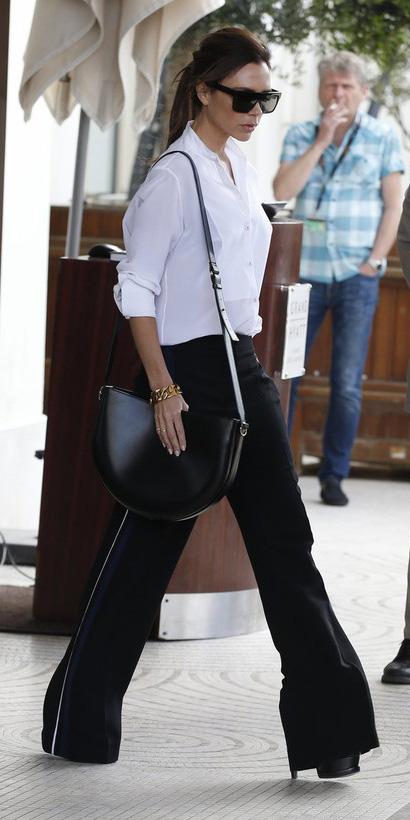 black-wideleg-pants-white-collared-shirt-victoriabeckham-black-bag-pony-sun-fall-winter-brun-work.jpg