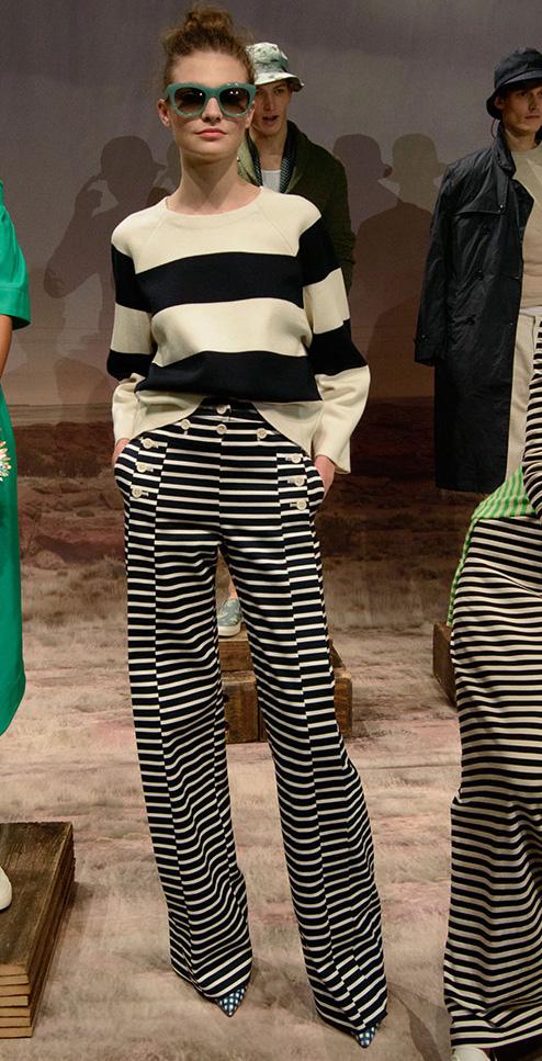 black-wideleg-pants-black-sweater-stripe-bun-sun-howtowear-style-fashion-spring-summer-mixprints-jcrew-16-stripe-hairr-lunch.jpg