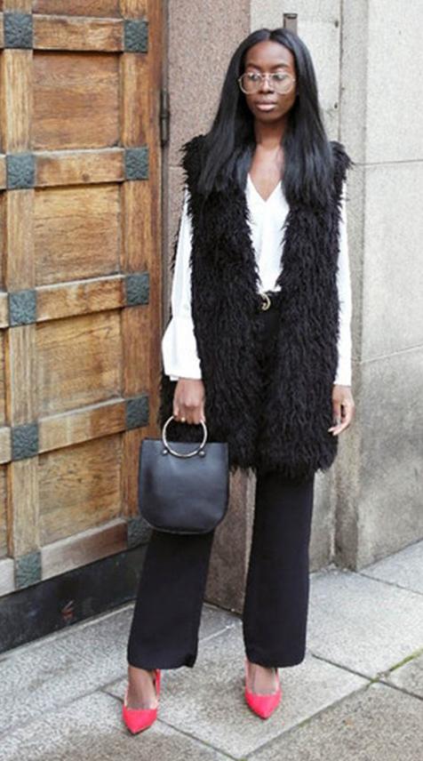 black-wideleg-pants-white-top-blouse-belt-black-vest-fur-fuzz-black-bag-red-shoe-pumps-howtowear-fashion-style-outfit-brun-fall-winter-dinner.jpg