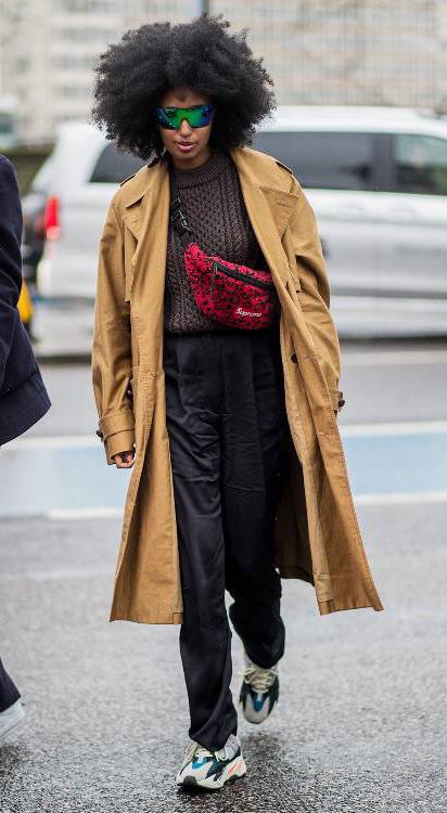 black-wideleg-pants-brown-sweater-red-bag-fannypack-camel-jacket-coat-trench-sun-brun-white-shoe-sneakers-fall-winter-work.jpg