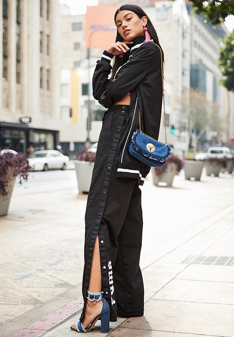 black-wideleg-pants-trackpants-blue-bag-blue-shoe-sandalh-black-jacket-bomber-pink-earrings-brun-fall-winter-lunch.jpg