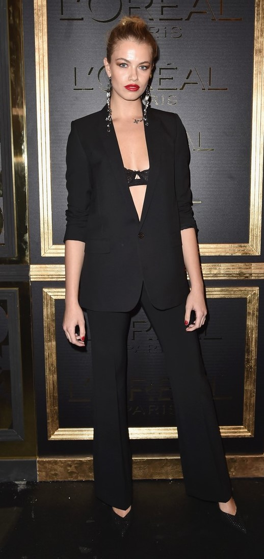 black-wideleg-pants-black-bralette-earrings-blonde-bun-black-shoe-pumps-suit-black-jacket-blazer-nicolapeltz-fall-winter-dinner.jpg
