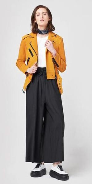 black-wideleg-pants-white-tee-black-scarf-neck-bandana-white-shoe-booties-yellow-jacket-moto-fall-winter-hairr-lunch.jpg