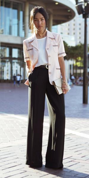 black-wideleg-pants-white-tee-pink-light-jacket-fall-winter-brun-lunch.jpg