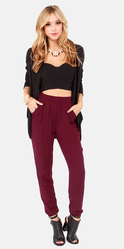 burgundy-joggers-pants-black-crop-top-black-jacket-blazer-bib-necklace-black-shoe-sandalh-fall-winter-blonde-dinner.jpg