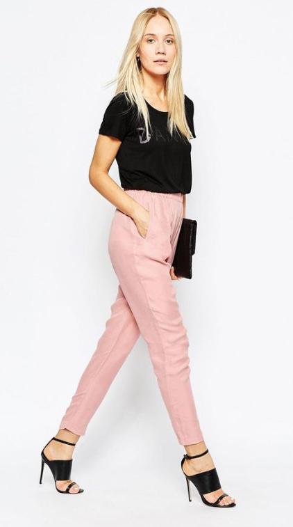 r-pink-light-joggers-pants-black-top-crop-black-shoe-sandalh-black-bag-clutch-howtowear-fashion-style-outfit-spring-summer-blonde-dinner.jpg