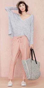 r-pink-light-joggers-pants-grayl-sweater-slouchy-white-shoe-sneakers-beanie-gray-bag-tote-spring-summer-brun-weekend.jpg