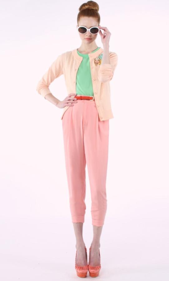 r-pink-light-joggers-pants-green-light-top-tan-cardigan-belt-bun-sun-orange-shoe-pumps-wear-style-fashion-spring-summer-pink-hairr-paperbag-lunch.jpg