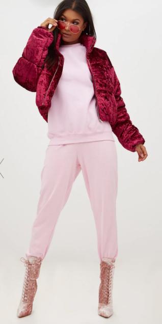 pink-light-joggers-pants-pink-light-sweater-sweatshirt-pink-shoe-booties-sun-tonal-burgundy-jacket-coat-puffer-fall-winter-brun-lunch.jpg