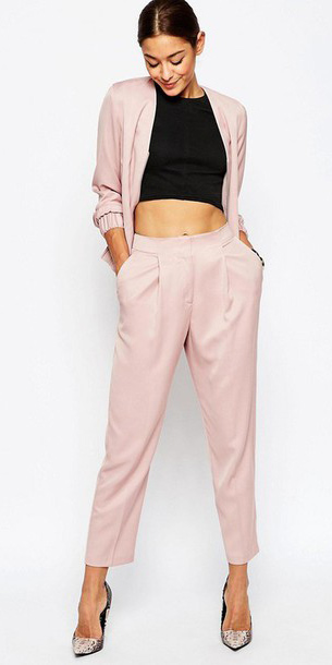pink-light-joggers-pants-pink-light-jacket-bomber-black-crop-top-pony-brun-fall-winter-suit-modern-white-shoe-pumps-dinner.jpg