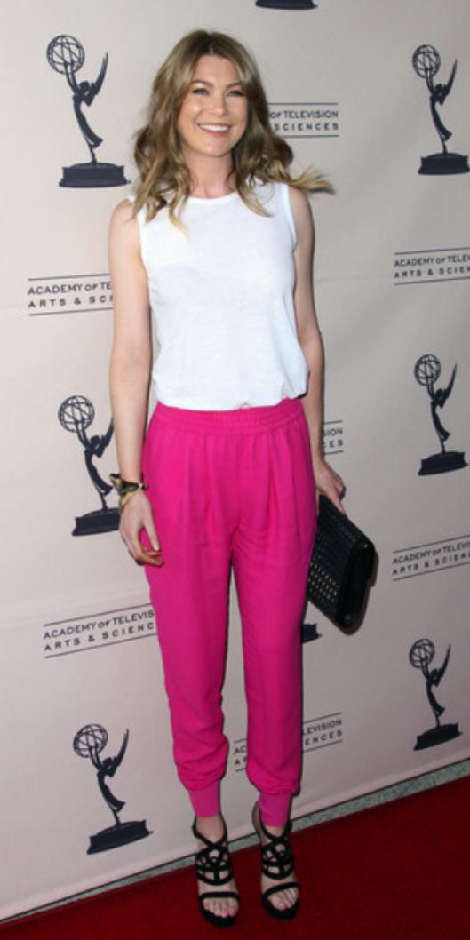 r-pink-magenta-joggers-pants-white-top-black-shoe-sandalh-black-bag-clutch-bracelet-wear-style-fashion-spring-summer-celebrity-hairr-dinner.jpg