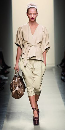 o-tan-joggers-pants-o-tan-jacket-wrap-head-bun-brown-shoe-sandalw-brown-bag-hand-wear-style-fashion-spring-summer-blonde-wedges-runway-lunch.jpg