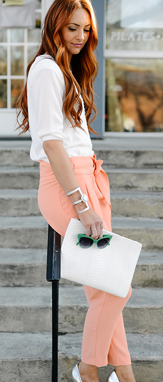 o-peach-joggers-pants-white-top-blouse-gray-shoe-pumps-white-bag-clutch-bracelet-howtowear-fashion-style-outfit-spring-summer-hairr-dinner.jpg
