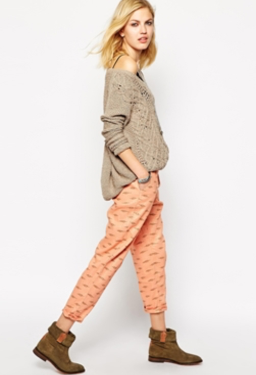 o-peach-joggers-pants-o-tan-sweater-tan-shoe-booties-wear-style-fashion-fall-winter-blonde-print-weekend.jpg