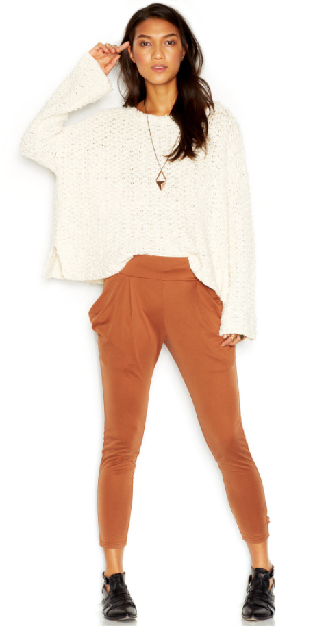orange-joggers-pants-white-sweater-black-shoe-booties-pend-necklace-wear-style-fashion-spring-summer-brun-weekend.jpg