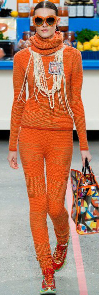 orange-joggers-pants-orange-sweater-turtleneck-pearl-necklace-red-peasant-bun-sun-orange-bag-tote-wear-style-fashion-fall-winter-chanel-runway-brun-lunch.jpg