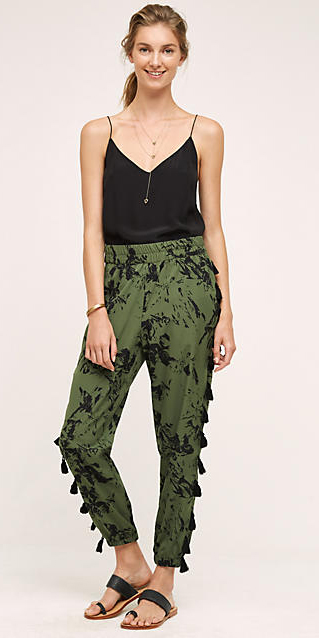 green-olive-joggers-pants-zprint-black-cami-necklace-pony-black-shoe-sandals-wear-style-fashion-spring-summer-blonde-outfit.jpg