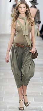 green-olive-joggers-pants-tan-top-tank-belt-brown-bag-hoops-runway-tan-scarf-brown-shoe-pumps-wear-style-fashion-spring-summer-blonde-weekend.jpg