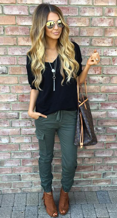 green-olive-joggers-pants-black-tee-necklace-pend-brown-bag-tote-sun-cognac-shoe-sandalh-howtowear-fashion-style-outfit-spring-summer-blonde-lunch.jpg