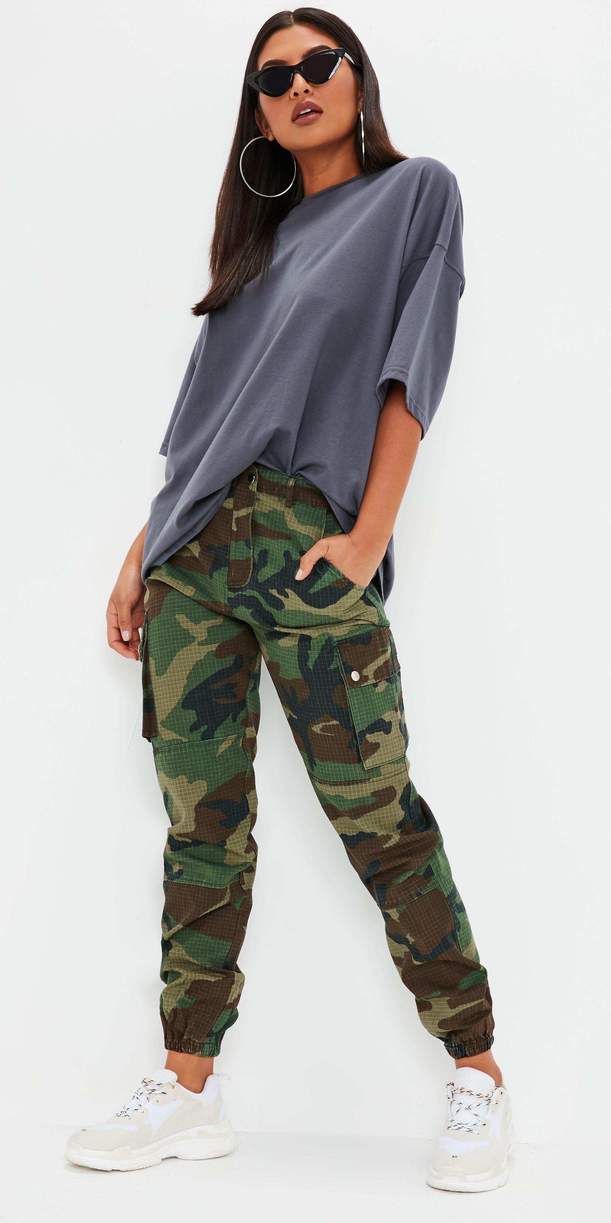 green-olive-joggers-pants-camo-print-grayd-tee-hoops-sun-brun-white-shoe-sneakers-fall-winter-weekend.jpg