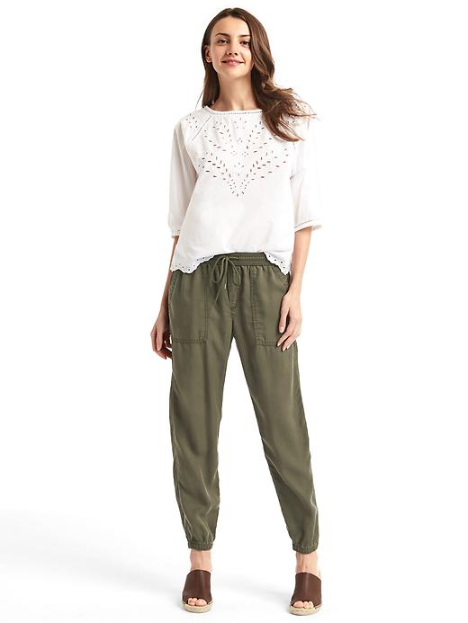green-olive-joggers-pants-white-top-brown-shoe-sandalw-wear-style-fashion-spring-summer-eyelet-cargo-hairr-weekend.jpg