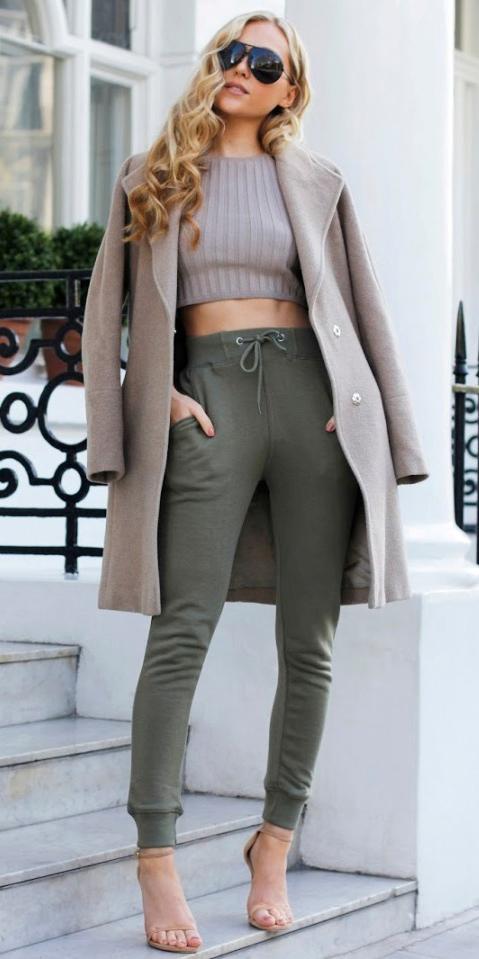 tan-crop-top-tan-jacket-coat-blonde-tan-shoe-sandalh-green-olive-joggers-pants-fall-winter-lunch.jpg