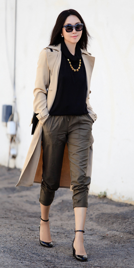 green-olive-joggers-pants-black-sweater-turtleneck-brun-sun-black-shoe-pumps-necklace-tan-jacket-coat-trench-fall-winter-lunch.jpg