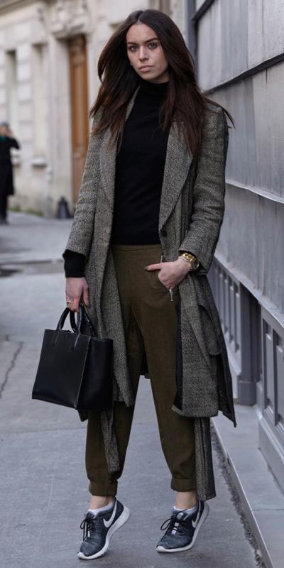 green-olive-joggers-pants-black-sweater-turtleneck-black-shoe-sneakers-black-bag-grayd-jacket-coat-fall-winter-brun-lunch.jpg