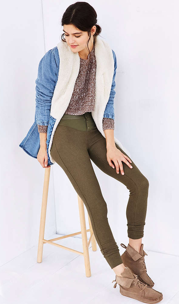 green-olive-joggers-pants-tan-sweater-blue-light-jacket-coat-denim-bun-tan-shoe-booties-wear-style-fashion-fall-winter-brun-shearling-sweats-weekend.jpg