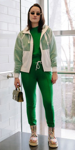 green-emerald-joggers-pants-white-jacket-bomber-green-emerald-sweater-sweatshirt-hairr-sun-brown-bag-tan-shoe-booties-combat-athleisure-fall-winter-lunch.jpg