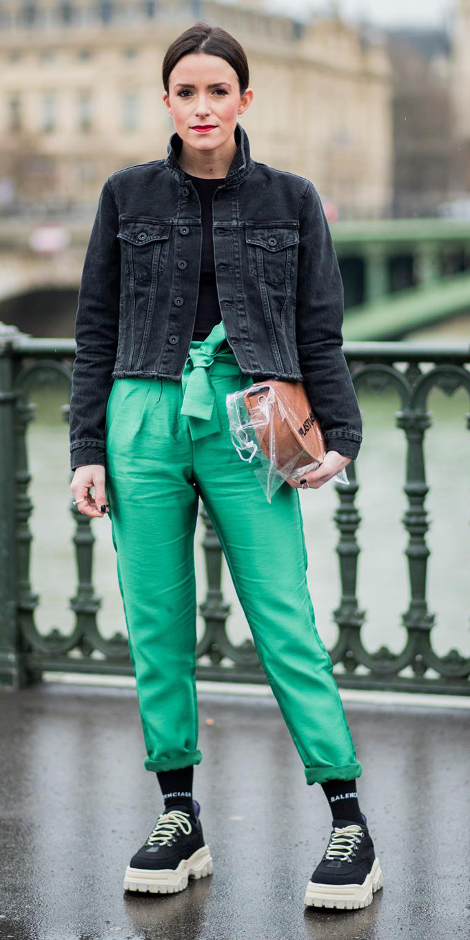 green-emerald-joggers-pants-cognac-bag-black-tee-black-jacket-jean-socks-black-shoe-sneakers-hairr-bun-fall-winter-lunch.jpg
