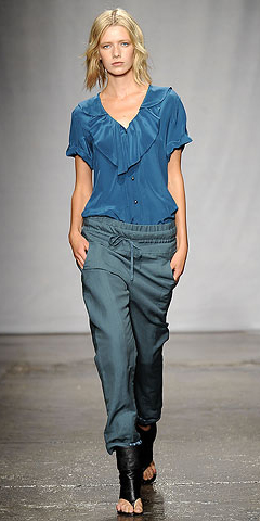 blue-med-joggers-pants-blue-med-top-blouse-black-shoe-sandalh-wear-style-fashion-spring-summer-ruffles-runway-blonde-lunch.jpg