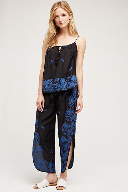 blue-navy-joggers-pants-zprint-blue-navy-cami-white-shoe-sandals-wear-style-fashion-spring-summer-slides-blonde-matchingset-weekend.jpg