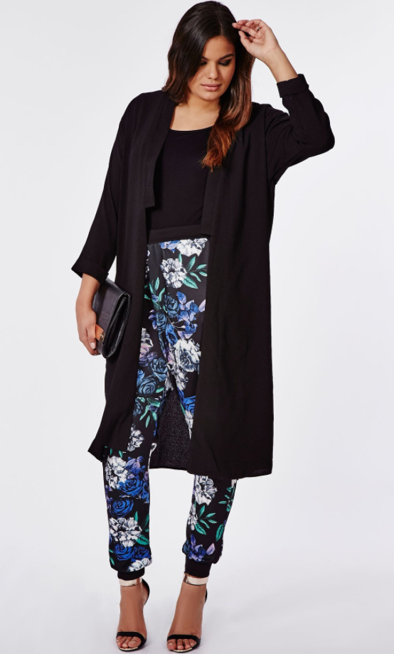 blue-navy-joggers-pants-zprint-black-tee-black-cardiganl-black-shoe-sandals-howtowear-fashion-style-outfit-fall-winter-floral-brun-black-bag-clutch-basic-harem-dinner.jpg