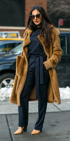 blue-navy-joggers-pants-pinstripe-tan-shoe-pumps-camel-jacket-coat-fur-brun-fall-winter-work.jpg