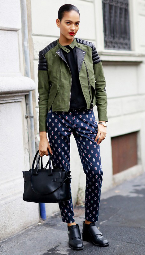blue-navy-joggers-pants-print-black-tee-green-olive-jacket-moto-bun-black-bag-black-shoe-booties-howtowear-fashion-style-outfit-fall-winter-brun-weekend.jpg