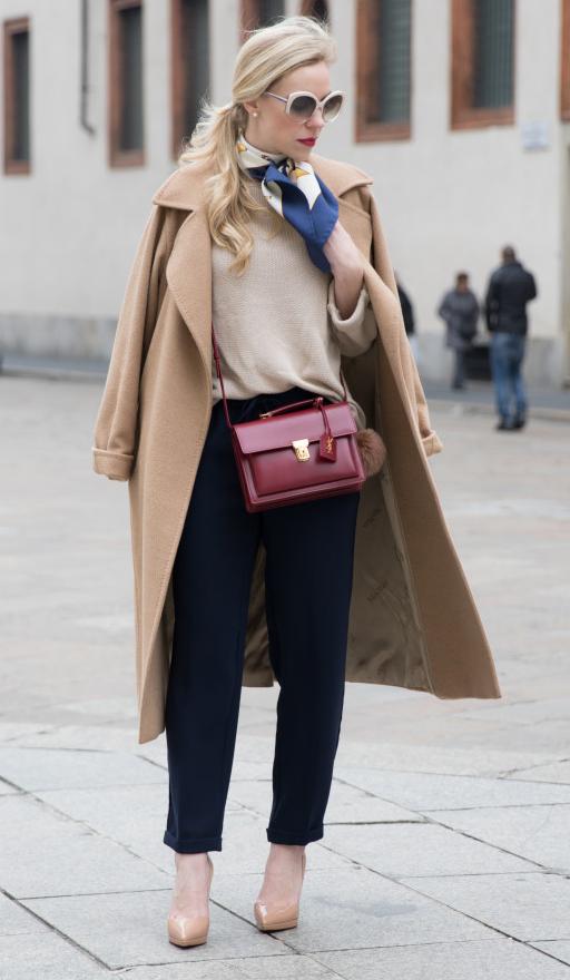 blue-navy-joggers-pants-tan-sweater-blue-navy-scarf-neck-sun-pony-tan-jacket-coat-burgundy-bag-tan-shoe-pumps-howtowear-fashion-style-outfit-fall-winter-italy-milan-work.jpg