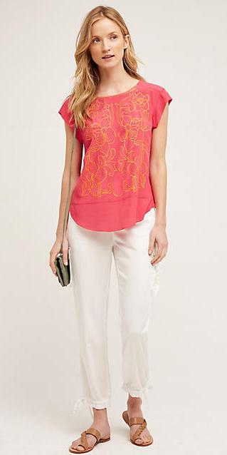 white-joggers-pants-r-pink-magenta-tee-green-bag-tan-shoe-sandals-wear-style-fashion-spring-summer-blonde-weekend.jpg
