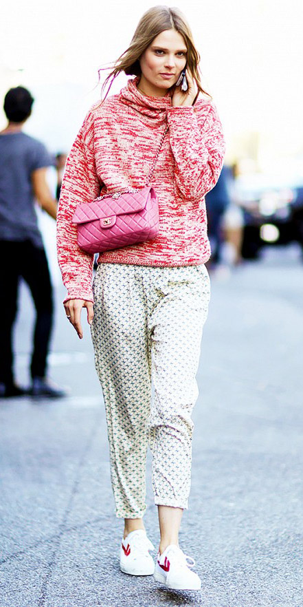 how-to-style-white-joggers-pants-white-shoe-sneakers-pink-magenta-sweater-pink-bag-blonde-pony-fall-winter-fashion-pajamas-weekend.jpg