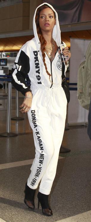 white-joggers-pants-white-cardigan-black-shoe-booties-braid-necklace-sweatsuit-airport-wear-style-fashion-fall-winter-brun-hoodie-rihanna-celebrity-lunch.jpg