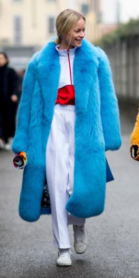 white-joggers-pants-white-shoe-sneakers-blonde-pony-blue-med-jacket-coat-fur-fall-winter-lunch.jpg