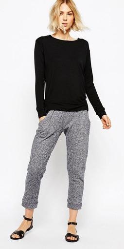 grayl-joggers-pants-black-tee-black-shoe-sandals-wear-style-fashion-spring-summer-blonde-sweats-weekend.jpg