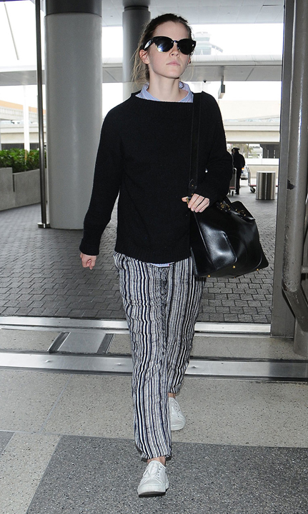 grayl-joggers-pants-black-sweater-white-shoe-sneakers-sun-black-bag-bun-emmawatson-wear-style-fashion-spring-summer-celebrity-airport-outfit-hairr-weekend.jpg