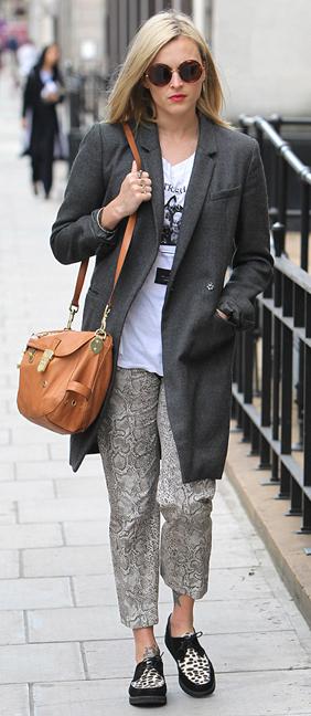 grayl-joggers-pants-zprint-white-tee-grayd-jacket-coat-cognac-bag-sun-wear-style-fashion-spring-summer-black-shoe-brogues-graphic-blonde-fearnecotton-weekend.jpg